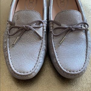 Tods driving loafer